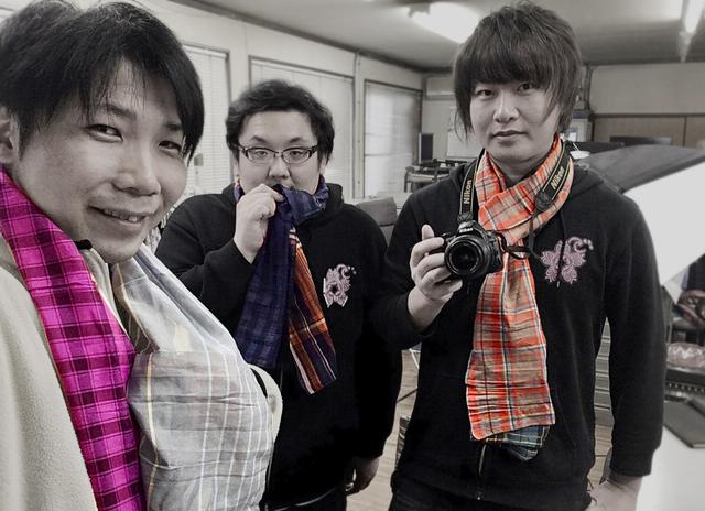 米沢織のスカーフ巻いて撮影