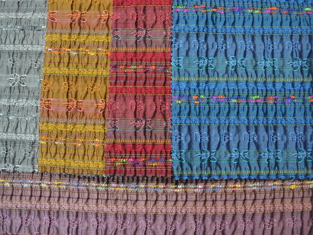 米沢織の生地の撮影