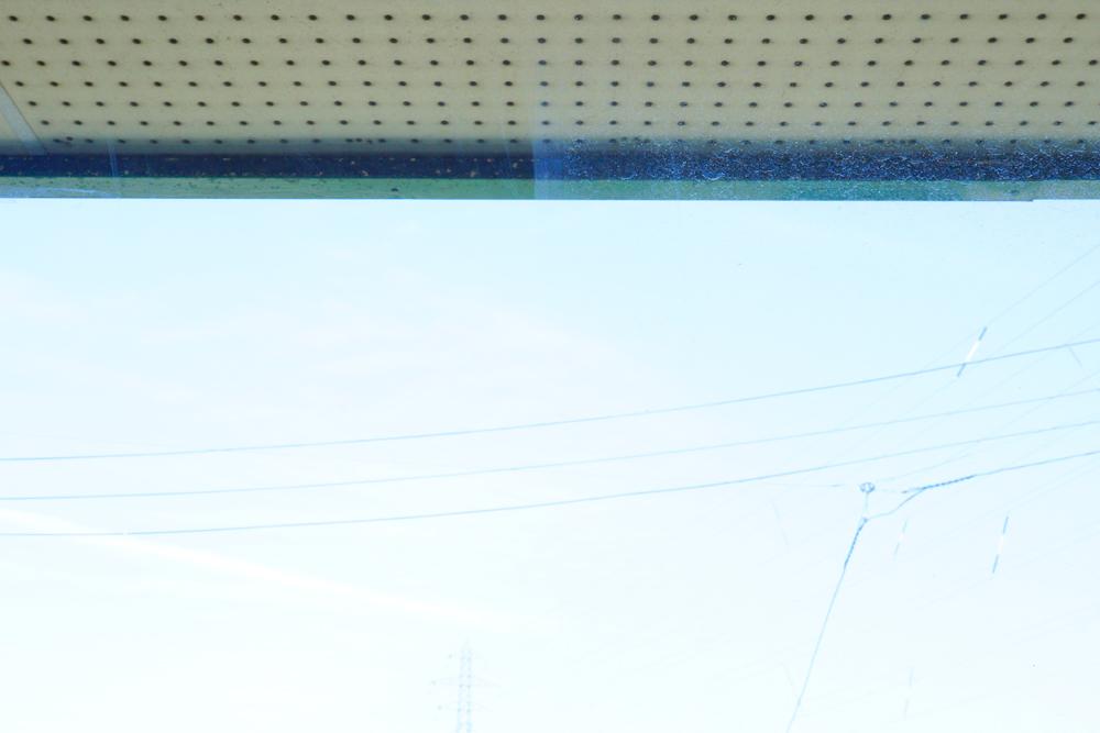 デジタル一眼レフカメラで窓ふき前掃除後の写真