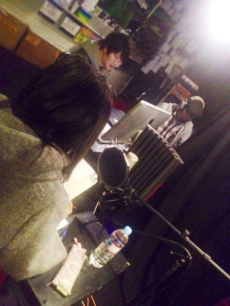 スタジオでナレーション録音