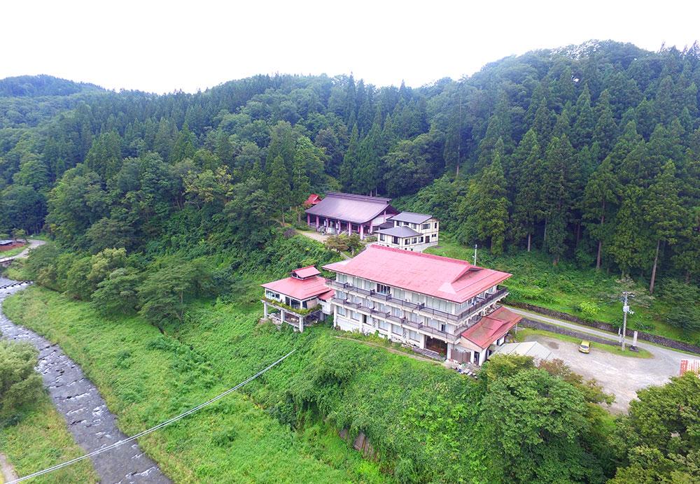 空から撮影した小野川温泉寿宝園