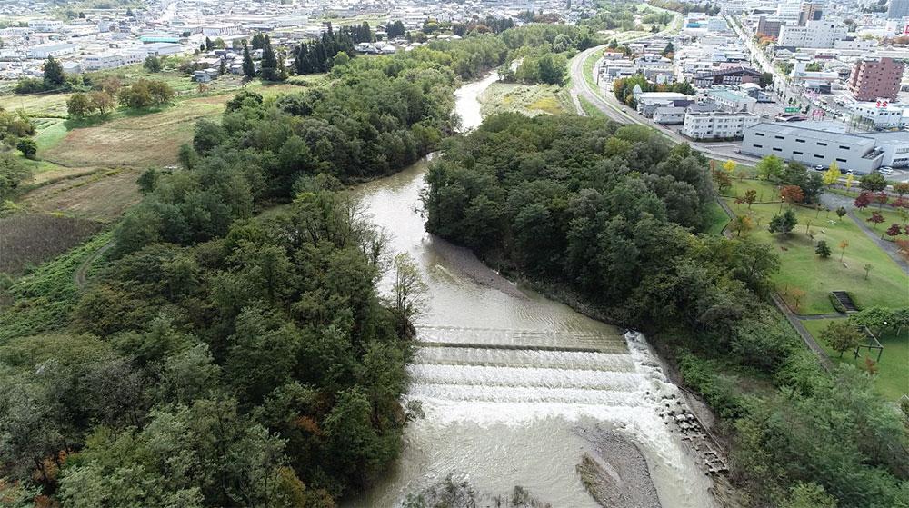 ドローンでの撮影した米沢市を流れる最上川