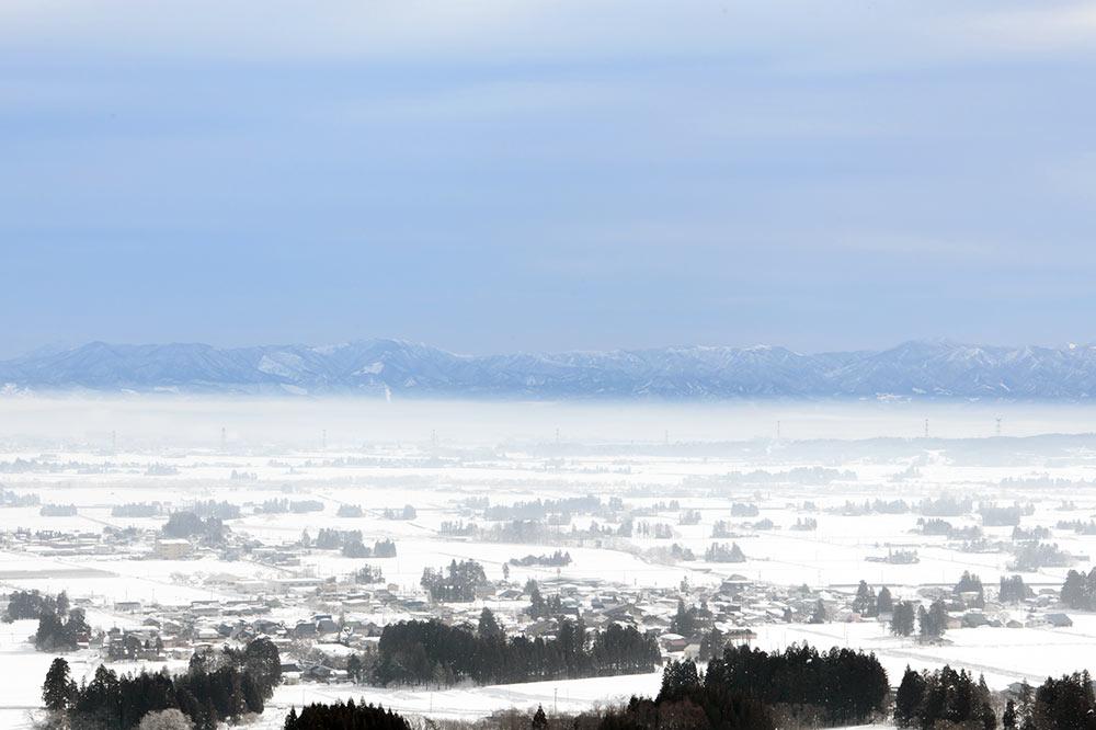 山形県飯豊町 冬の散居集落